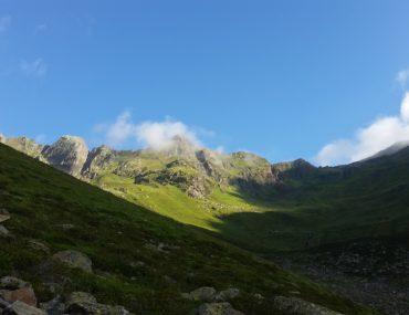 Sonne und Berg in Alpen